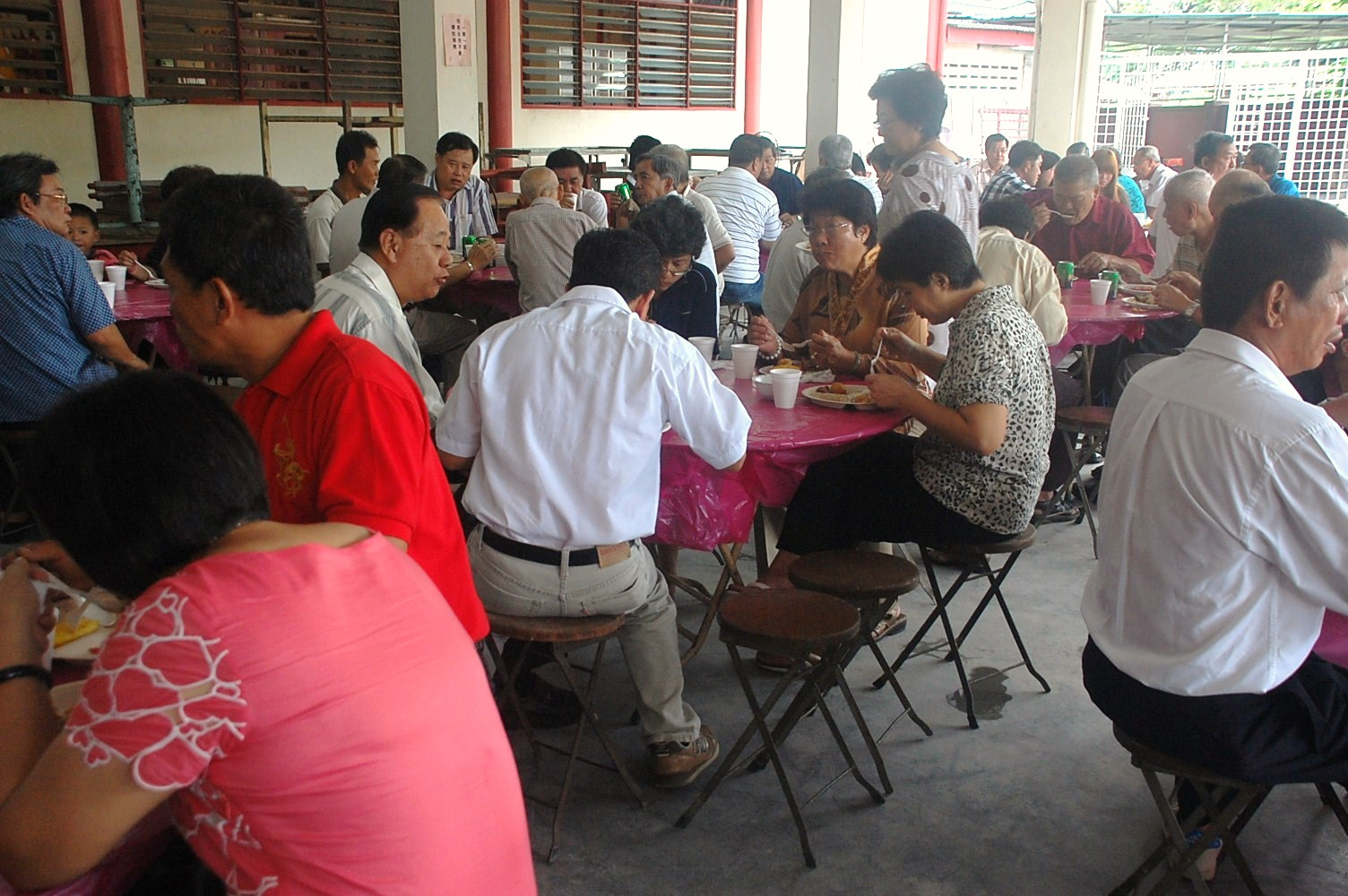 "Temple officials of Wong Loo Sen See Temples throughout Malaysia and Singapore gathered for a ""reunion"" buffet lunch in their annual get-together to strengthen fellowship and fraternity."