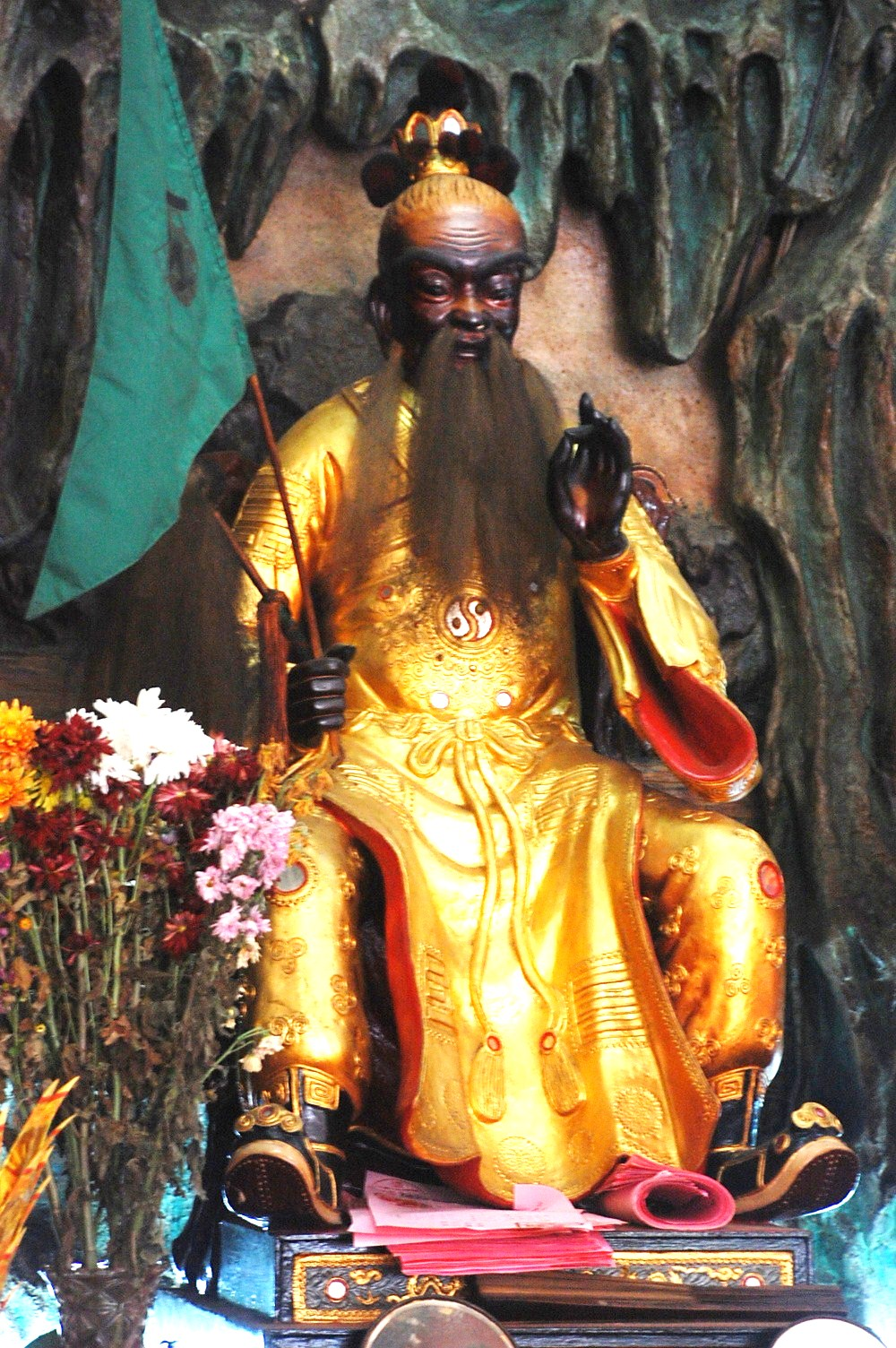 The deity of Wong Loo Sen See sits majestically on the main altar of the temple.