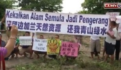 Affected residents of Pengerang protesting against RAPID project development