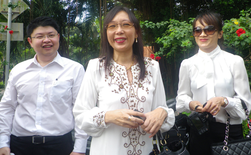 Teresa Kok and lawyer
