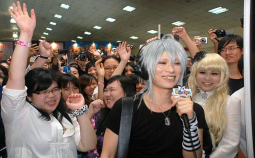 Celebrity cosplay Kaname welcomes his wave of fans and visitors at Anime Festival Asia Malaysia 2012.siaos visit