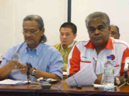 MTUC president Khalid Atan (left) and the new Sec Gen GopalKishnam at the Press Conference