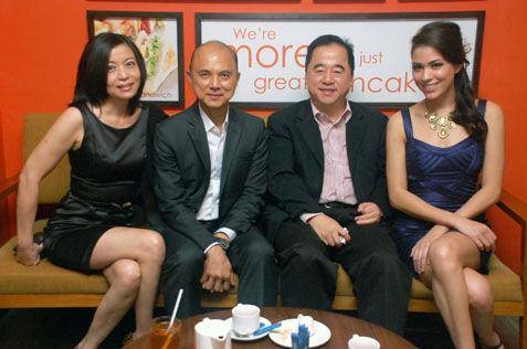 (L-R) Joanne Khoo, Jimmy Choo, Dato' Tan Boon Pun & Nadia Heng