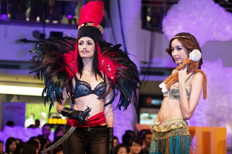 Magician Jafar wearing Ariba collection and Princess Jasmine wearing Luz