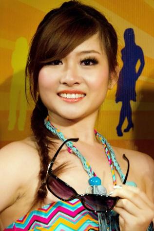 Miss KL Chinatown 2013 2nd ruuner-up & Miss Beautiful Smile Anita Lee