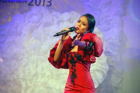 Syafinaz Selamat sings Disney tunes at Xixili lingerie fashion show