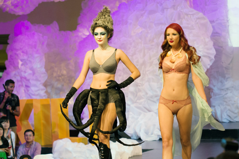 Ursula, the Sea Witch wearing Comfy Collection  and Ariel the Little Mermaid wearing Isabelle Collection