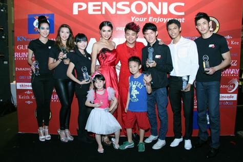2013 Award Recipients with Principal Amber Chia & Catwalk Guru Benjamin Toong