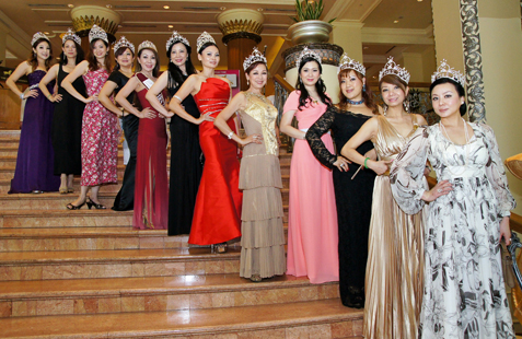 Beauty queens at Mrs Malaysia Pageant 2013 Press Conference