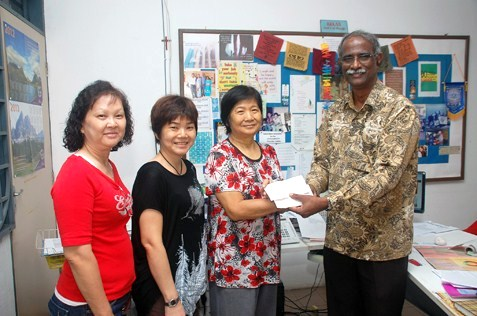Bethany Home director Jayasingh Rajiah receives cheques from donors