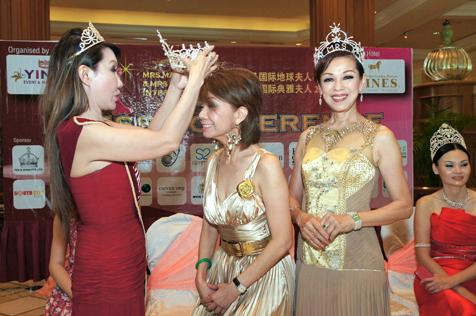 Winnie Loo crowned Charisma Ambassador of Mrs Malaysia 2013