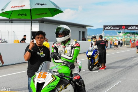 Zamani (No 66) at the grid waiting patiently for the race to start