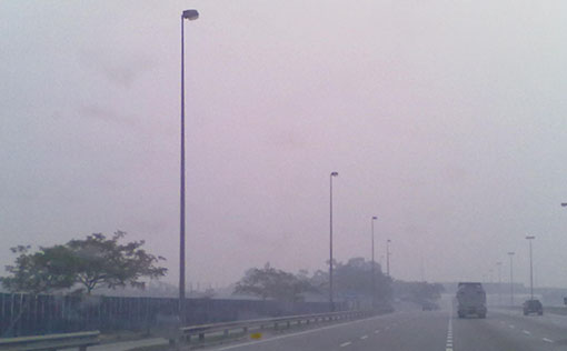 Haze condition near Jalan Pelabuhan Klang (5.30pm) Photo by R Rajeswary.