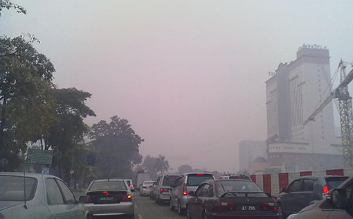 Haze condition near Summit USJ Shopping Mall, Subang Jaya (5.00pm) Photo by R Rajeswary.