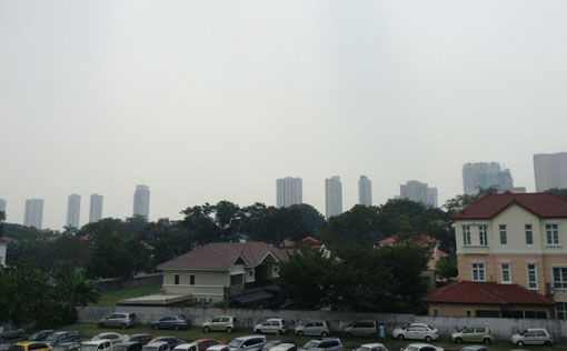 Haze condition near Jalan Anson, George Town (01:00pm). Photo by Lucia Lai