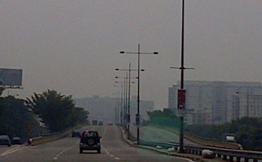 Haze condition at Jelutong, Dr Lim Chong Eu expressway heading to George Town. (12:45pm). Photo by Susan Loone