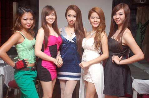 (L-R) Namiko Nana, Anita Lee, Jillian Choo, Jasmine Soo & Summer Liew