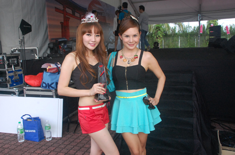 Super GT Queen Malaysia 2013 Stilly Goh (left) and actress Lavin Seow