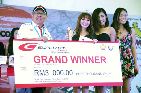 Super GT Queen Malaysia Search 2013 winner Stilly Goh with her RM3,000 cash prize
