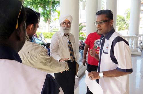Abdul Jamil dan ahli NUBE yang lain di Mahkamah Majistret Pulau Pinang