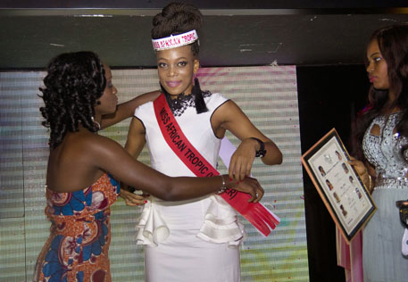 Arsike Camara is putting the sash on Miss Africa Tropic 2013 winner Same Mercy Kooneeng from Botswana