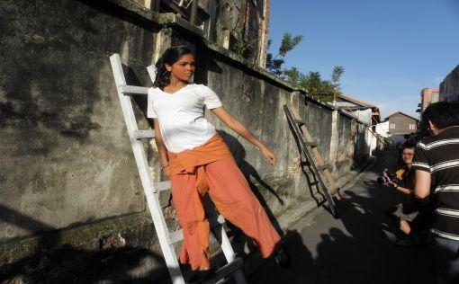 Lumut Lane: climbing ladder.