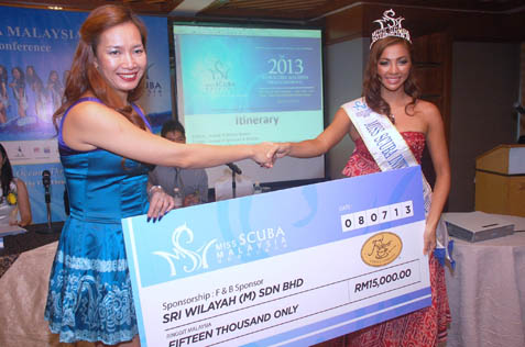 Cindy Khen (left) of Figaro Cofee presents a mock cheque to