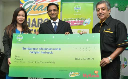 Dettol Spreads the Spirit of Ramadan Donating to MyKasih 1