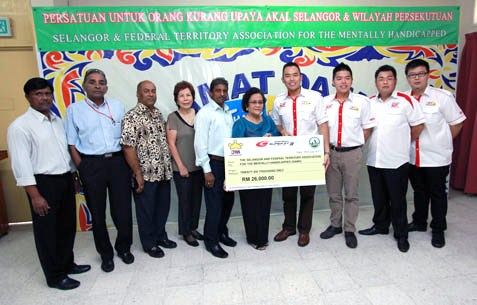 JPM Motorsport presents a mock cheque to SAMH