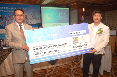 Kelly Lim of Sari Pacifica (left) presents a mock cheque to TK Lim