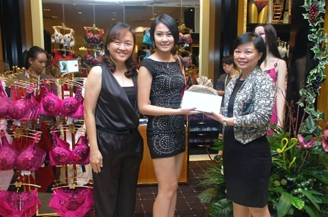 Lucky draw for guests at Wacoal Salute Reigning Supreme Showcase at Wacoal  Parkson KL