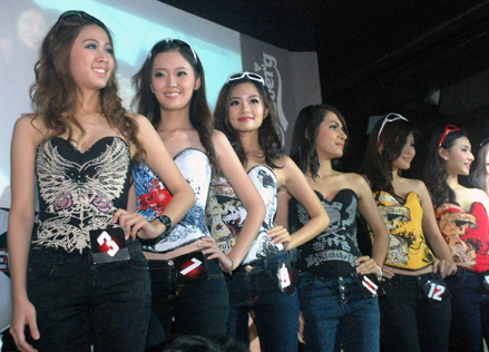 Race Queen Malaysia 2013 finalists on parade