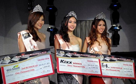 Race Queen Malaysia 2013 winner Melanie Mok (centre), Christine Pang (right) and Cassy Chong (left)
