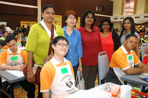 Principal Zipsy Kamalar (centre) and teaching staff of Society For Persons With Learning Difficulties Dayspring Selangor at Rainbow in My Heart Art Competition 2013.