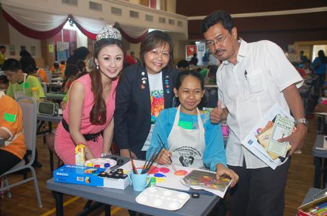L-R) Carrie Lee, Judy Chong, Siti Zarhah Azyan Bt Basiron (United Voice) and Zulyadain Bin Limat