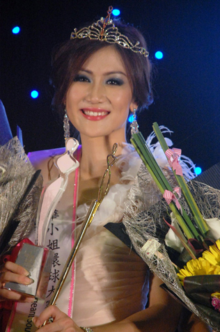 Miss Chinese Cosmos SEA 2013 Bianca Beatrice from Indonesia
