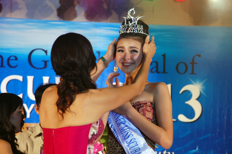Jade Park being crowned Miss Scuba Malaysia 2013
