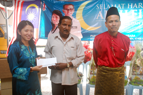 Krishnan AL Nagamuthu receives cash aid from ADUN Damansara Utama Yeo Bee Yin