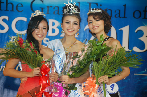 Miss Scuba Malaysia 2013 Jade Park (centre), 1st runner-up Allyson Liew (left) and 2nd runner-up Elysha Arnold (right)
