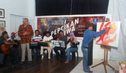 Orkes Keroncong Conlay plays keroncong tunes sung by Abdul Razak Osman while artist Hamidon Ahmed paints during launch of Percikan Jiwa at Pasar Seni, KL