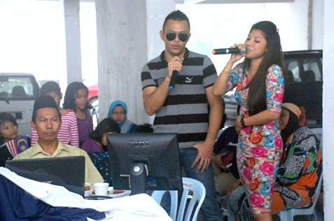 karaoke session at hari raya open house flat damansara bistari ss2
