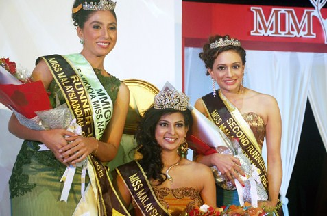 MMIG 2013 queen Sangheetaa Phary (centre), 1st runner-up Arveen Kaur (l) and Venagary Rajee (r).
