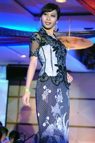 Miss Best catwalk Nasha Afra Zaidi - Wilayah Kebaya 2013