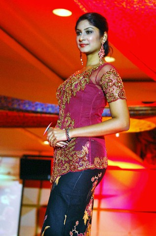Miss Body Beautiful Sharen Claire - Wilayah Kebaya 2013