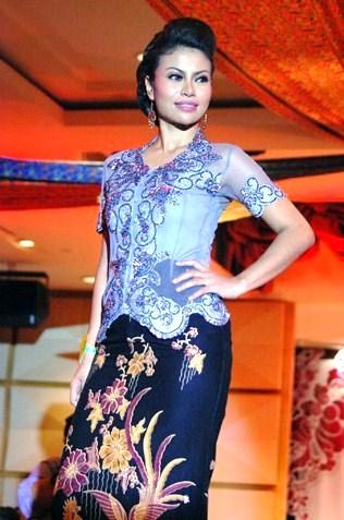 Miss Elegant Norellyza Binti Mohamad -Wilayah Kebaya 2013