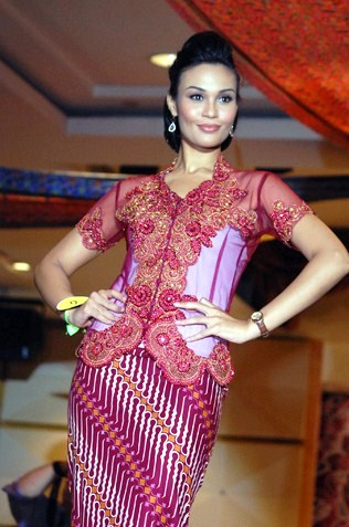Sunshine Aileen Devi Eric - Winner Miss Wilayah Kebaya 2013, Miss UFun & Miss Popularity