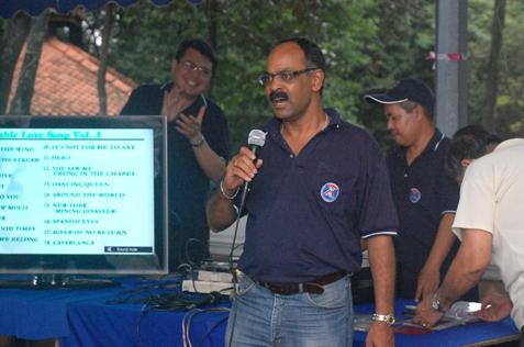 Annan Periyasamy sings a karaoke Tamil song