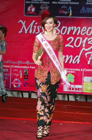 Best in Kebaya & 2nd runner-up Best Ethnic Costume - Suzie Wendy Anak Bidin