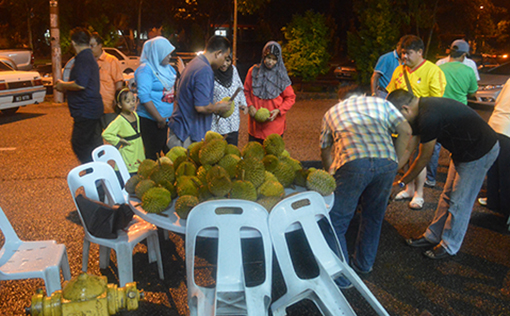 Residents choosing the durians
