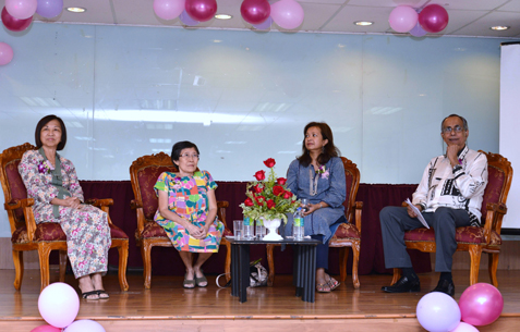 uest of honour Datin Paduka Marina Mahathir (2nd from right) launches debut book by Barbara Yen (2nd from left)
